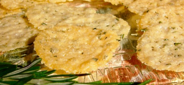 Croustilles de parmesan au romarin