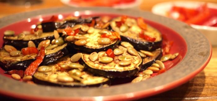 Aubergine grillée aux graines de citrouille et au piment Gorria