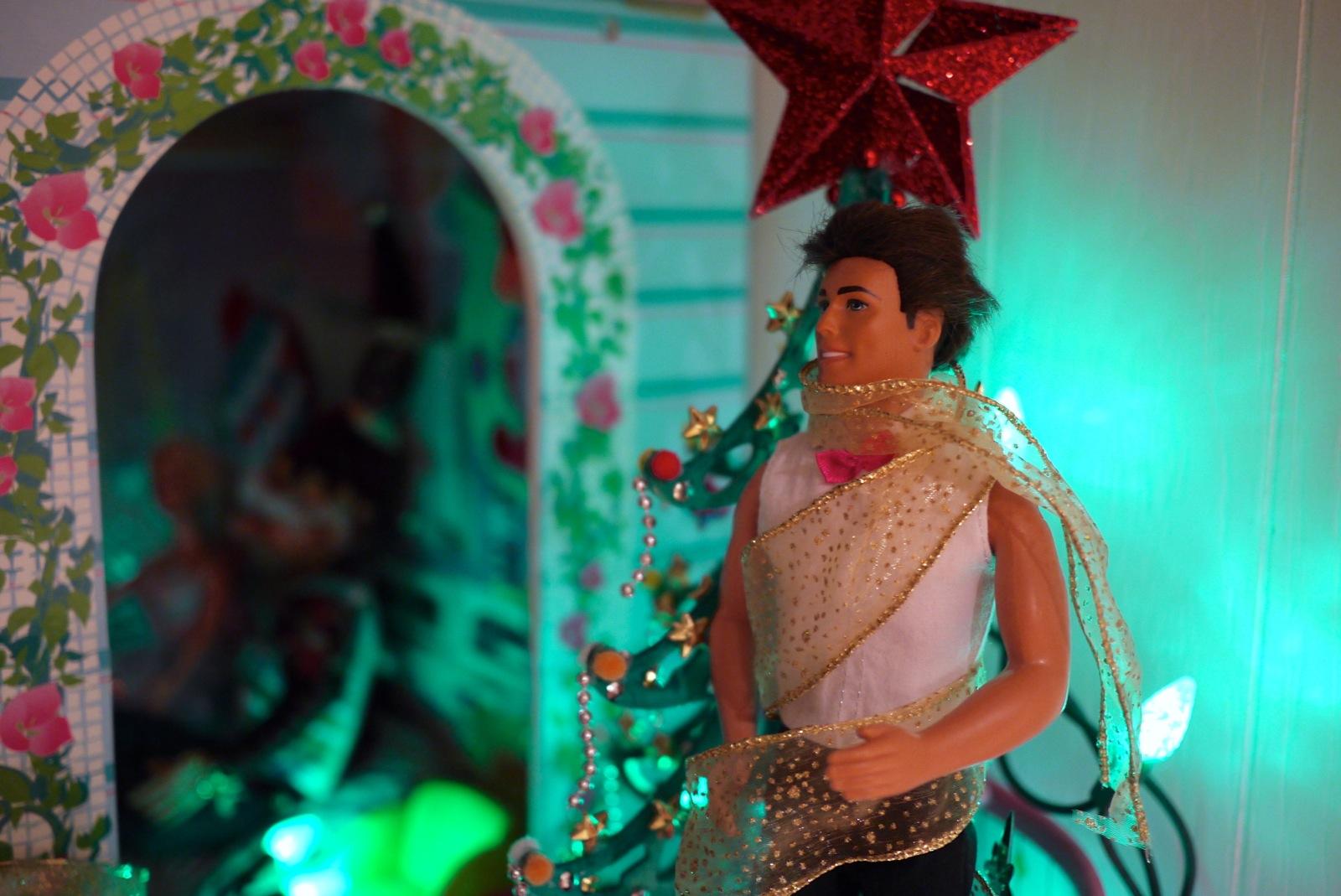 Ken décoré par les lutins