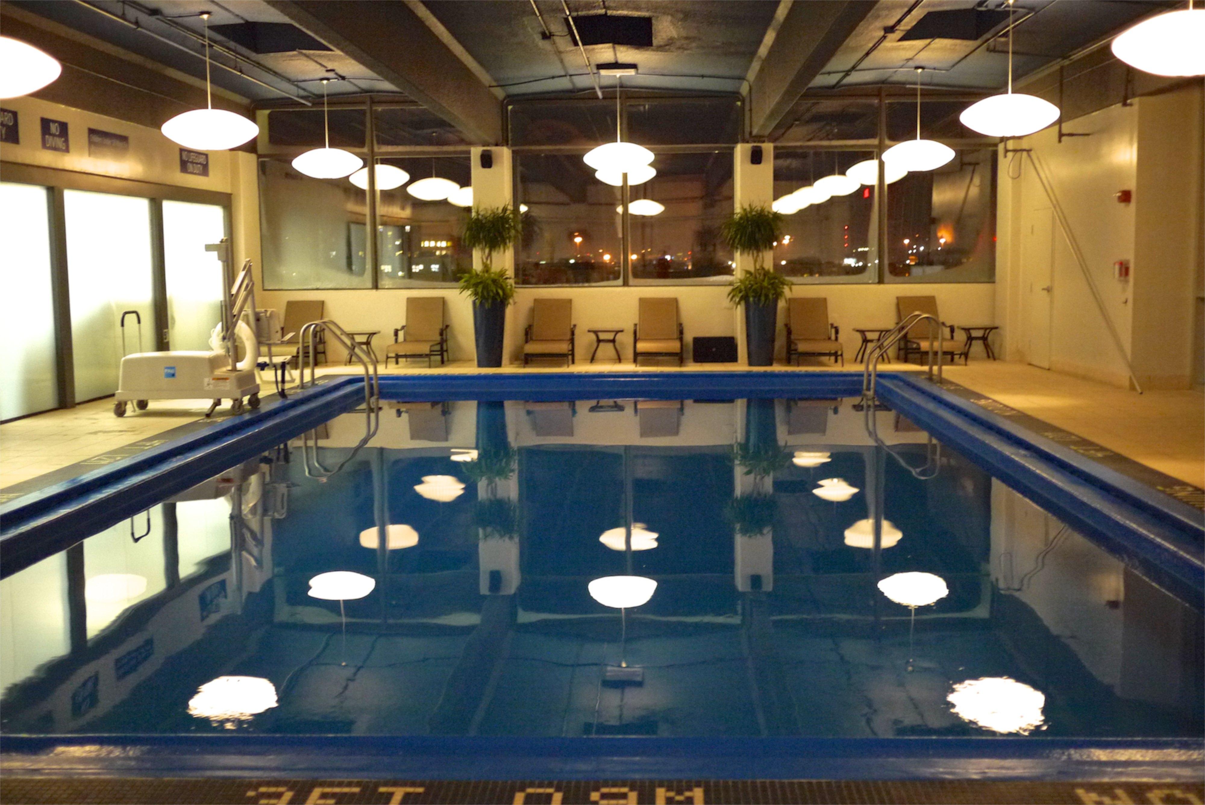 Un hôtel de luxe avec piscine: on y prend goût!