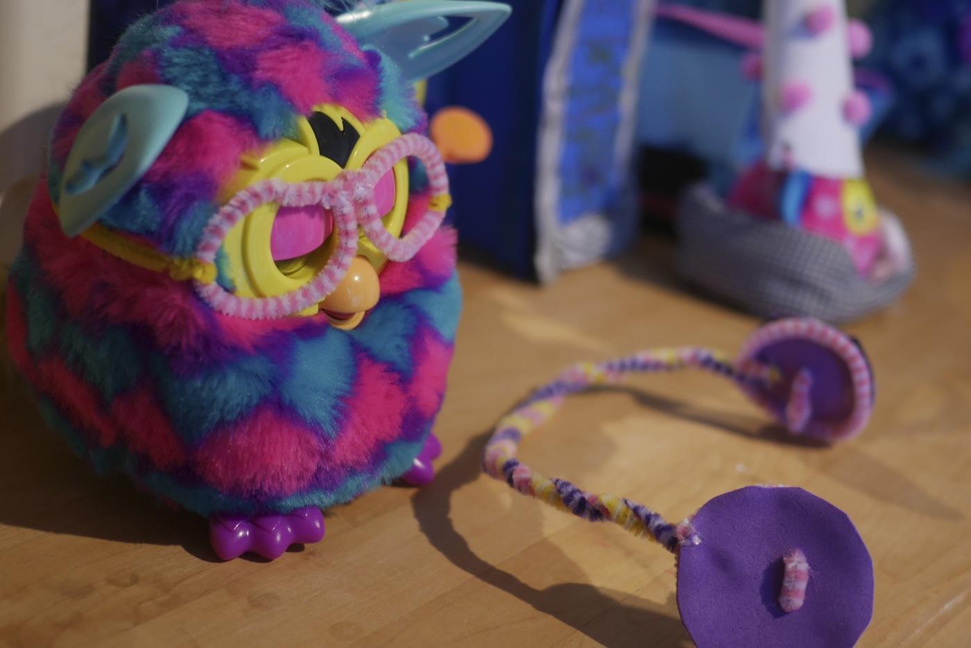 Lunettes et écouteurs pour Furby Boom...