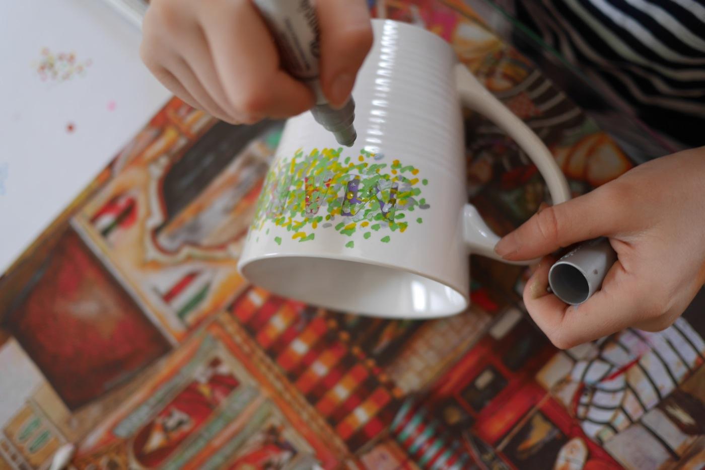 Tasse décorée au Sharpie