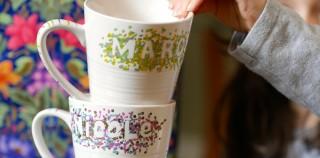 Projet brico: duo de tasses décorées au marqueur