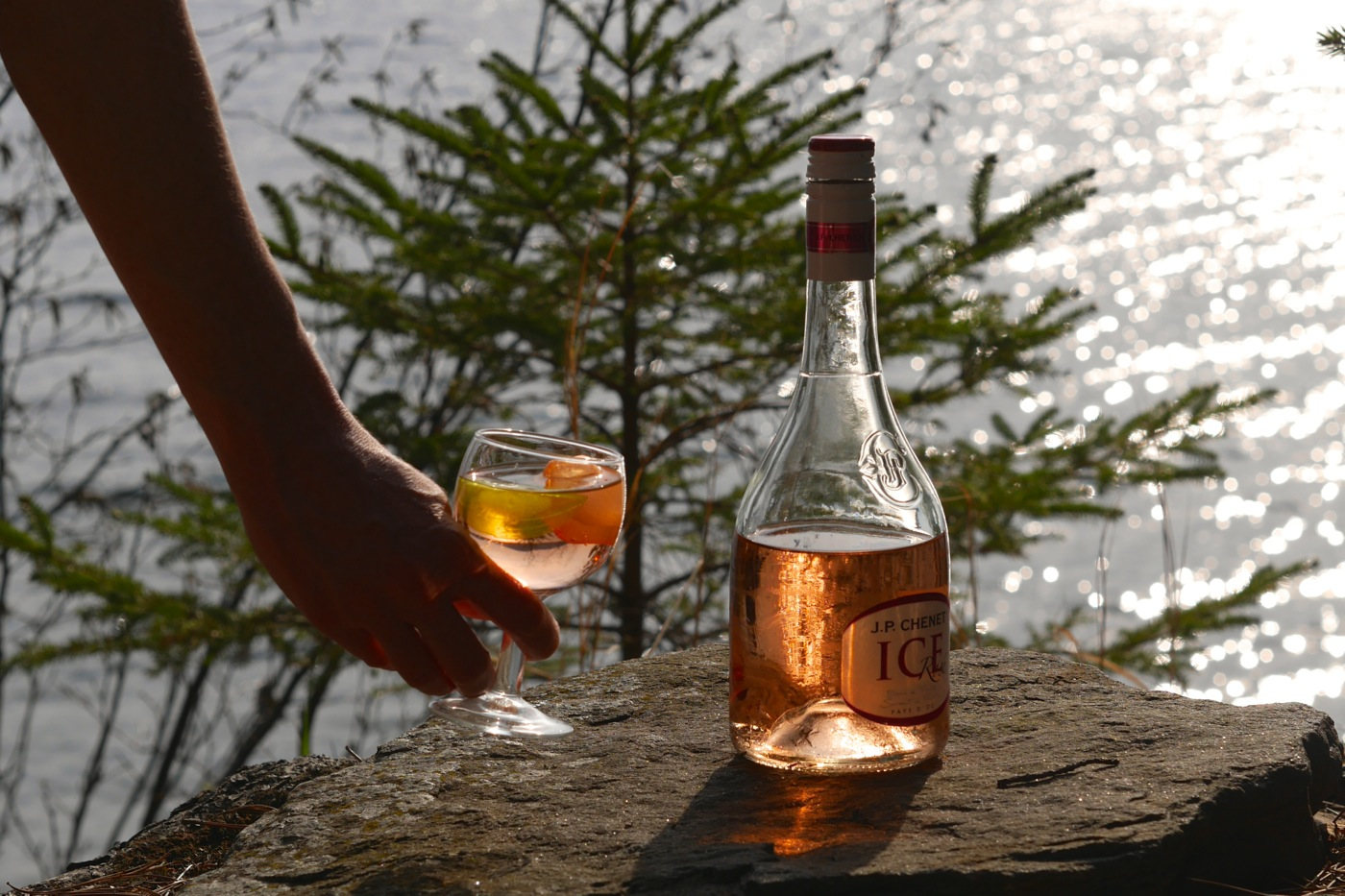 "Rosé ""on the rocks"""