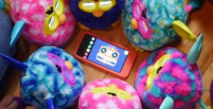 Attroupement de Furby en délire!