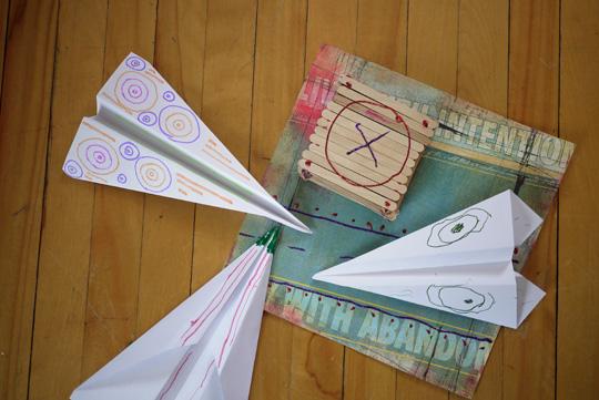 Avions de papier et piste d'atterrissage