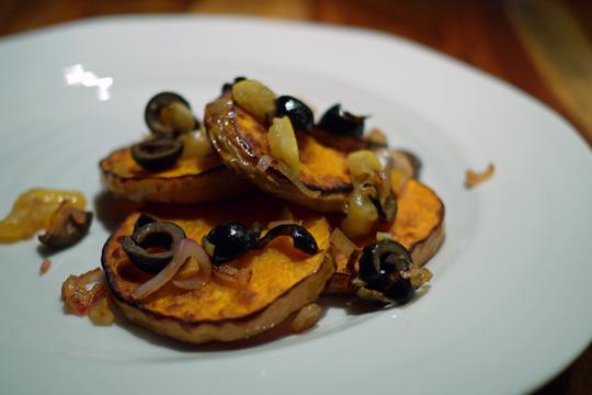 Courge butternut garnie d'olives et de citron confit