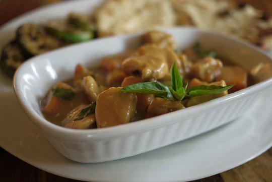 Poulet en sauce satay aux deux beurres (pomme et arachide)