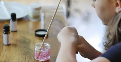 Un gel scintillant pour le corps: aussi chouette à préparer qu'à offrir!