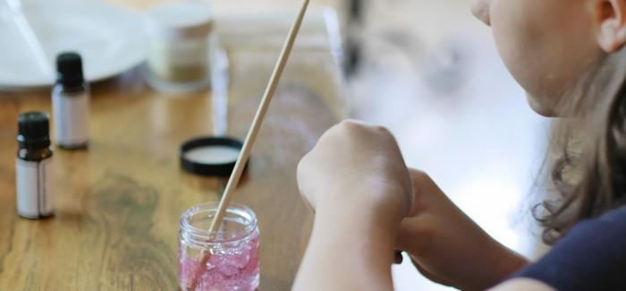 Cadeaux faits maison: 10 idées cools que les enfants peuvent réaliser eux-mêmes