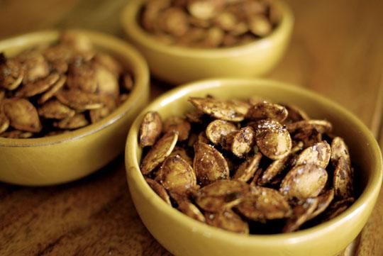 Recette graines de citrouille r ties au cari banlieusardises - Graines de citrouille grillees au four ...