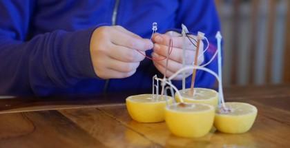 Un petit ensemble de science maison n'aura rien à envier aux kits vendus en magasin!