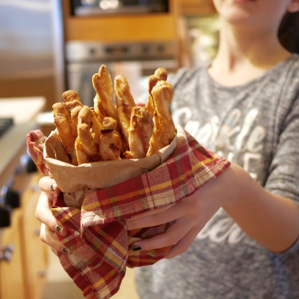 Pailles cheddar bacon romarin