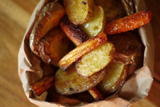 Duo bien gras de patates et carottes au sel d'olives noires