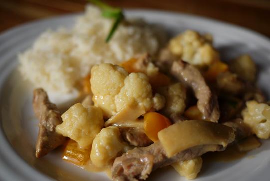 Sauté de porc et légumes au lait de coco