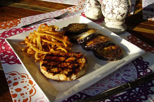 Côtelettes de porc marinées à l'huile de truffe et à l'érable