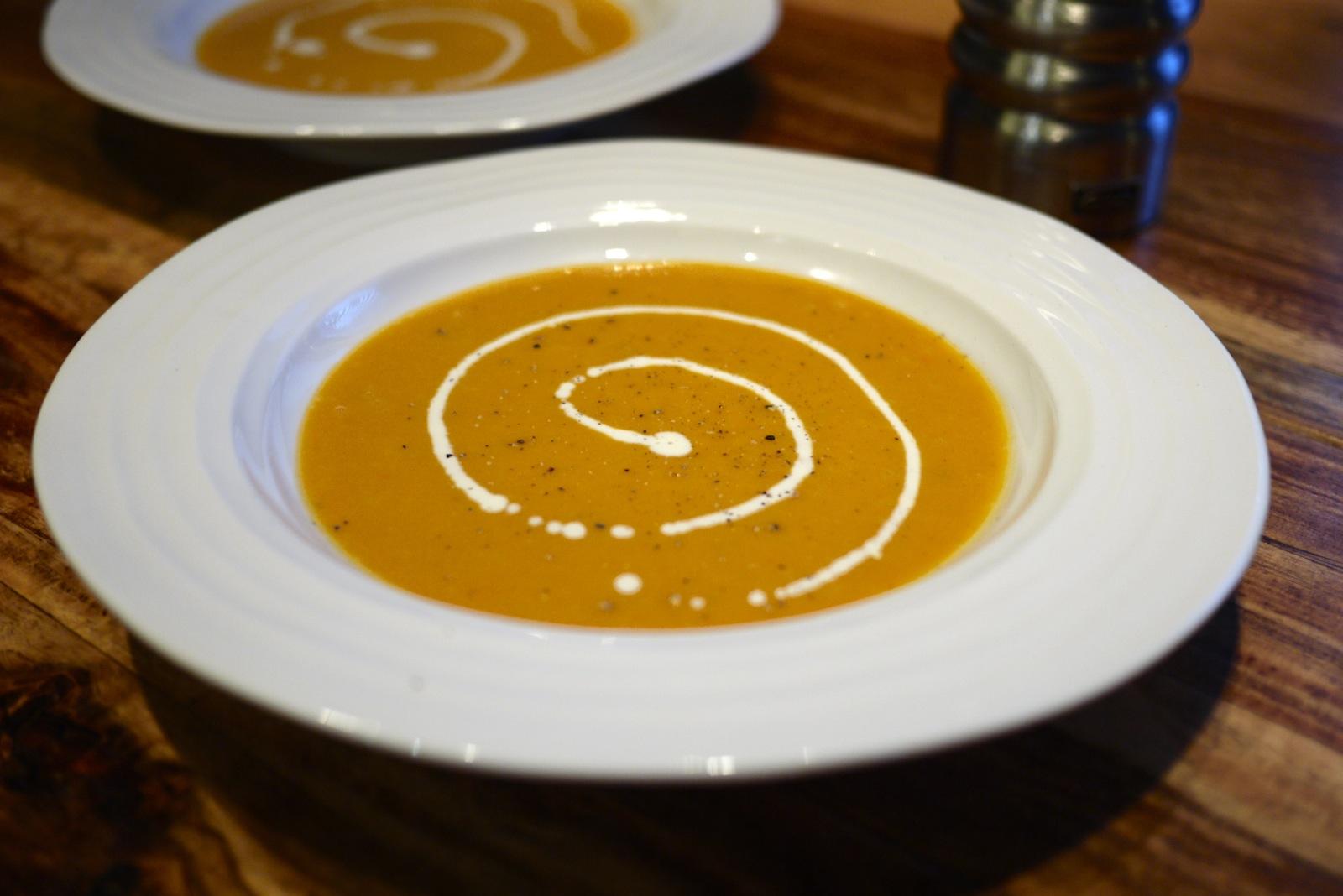 Potage à la patate douce, au poireau et au piment Gorria.