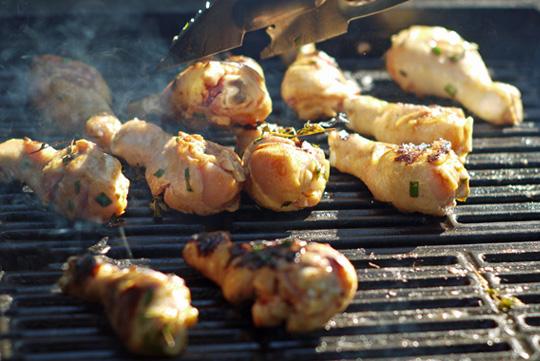 Recette poulet grill la portugaise pilons de poulet ou autre pi ce - Poulet grille au barbecue ...