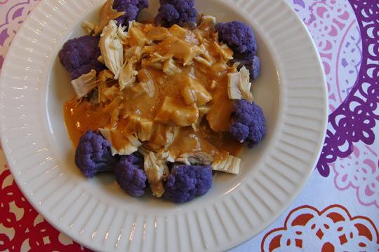 Poulet rapide en sauce aux arachides