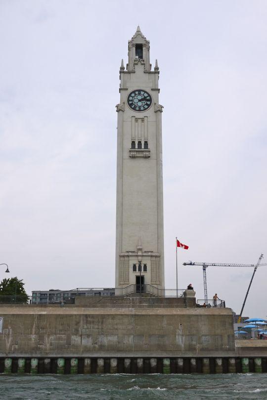 La tour de l'Horloge, sur les quais du Vieux-Port de Montréal.