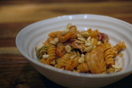Rotini en sauce crémeuse aux fruits de mer et bacon