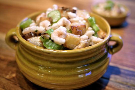 Salade de patates rôties, crevettes nordiques et aïoli à la truffe