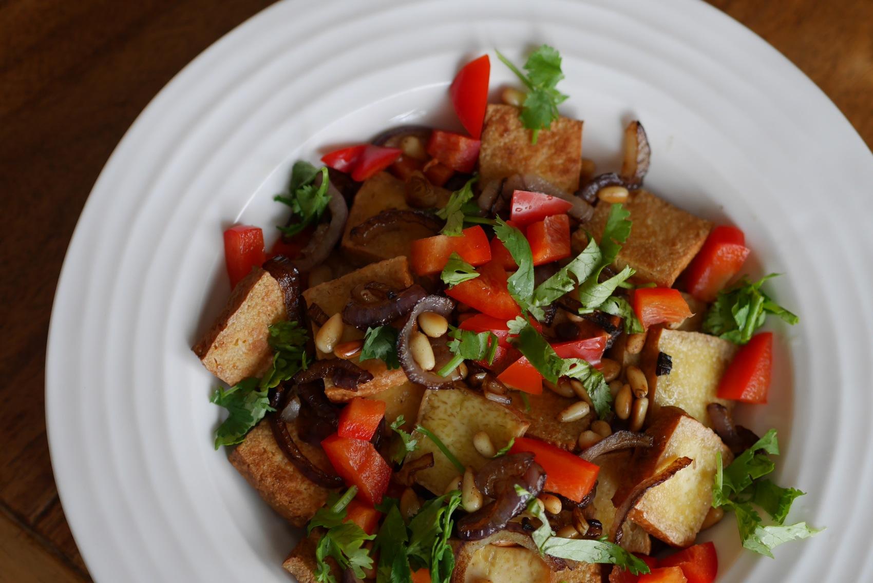 Salade de tofu fumé