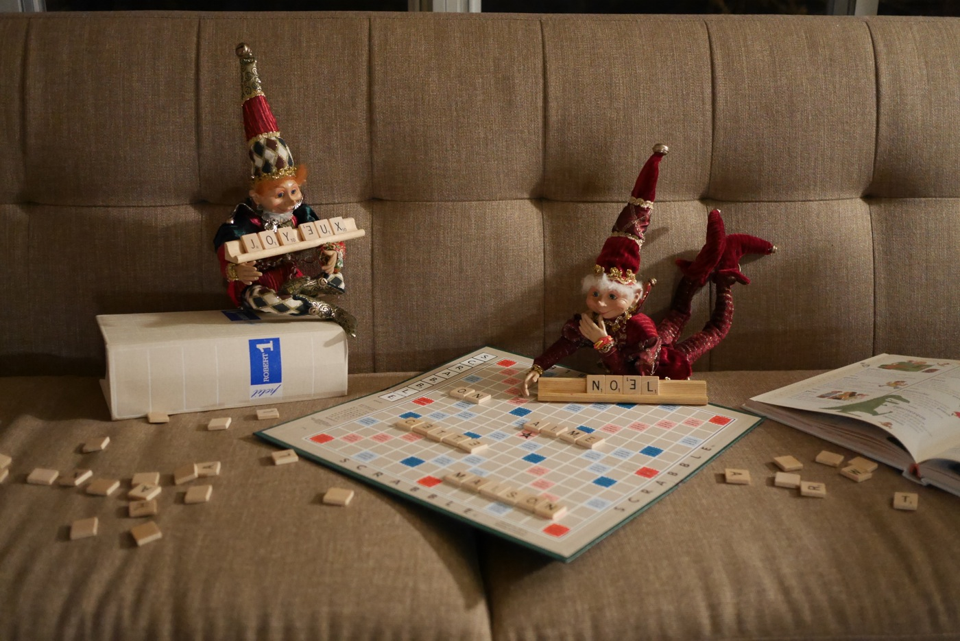Nous ont-ils vu jouer au Scrabble jour-là? Le soir, ils ont ressorti le jeu, et utilisé les lettres pour laisser un message.