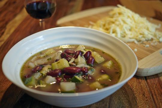 Soupe aux courgettes et aux haricots pour un lundi légumineux