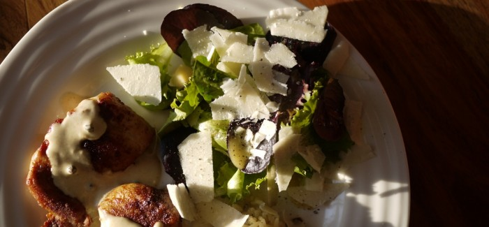 Salade de bébé romaine et sa vinaigrette extra parmesan et poivre